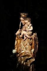 Statue de la Vierge Marie dans une église de Prague