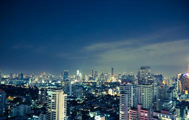 Bangkok skyline bei nacht panorama