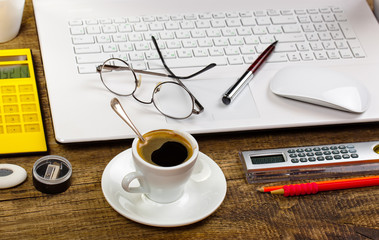 Business Objects office expanded in composition on a table