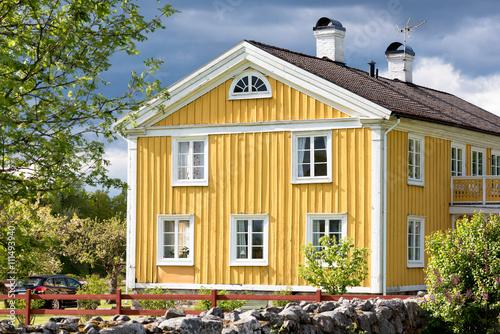 altes bauernhaus in schweden das geb ude stammt aus dem 19 jh und ist in charakteristischer. Black Bedroom Furniture Sets. Home Design Ideas