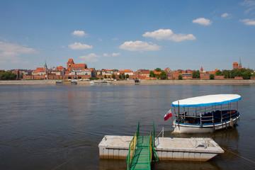 Rejs łódką spacerową po Wiśle, Toruń, Polska, Panorama of Torun - Vistula river, Poland