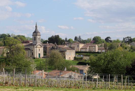 Un village viticole près de Bordeaux.