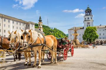 Keuken foto achterwand Wenen Horse carriages at the Residenzplatz, Salzburg Stadt, Austria