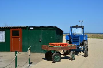 Fischerhütte mit Traktor in Ahlbeck Usedom an der Ostsee