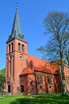 Backstein Kirche Ahlbeck im Frühling, Usedom an der Ostsee