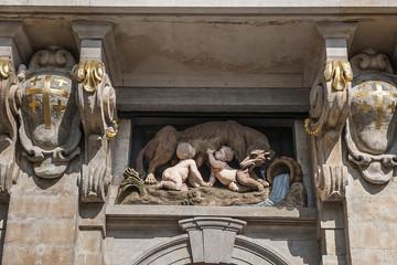 """Emblem des Zunfthauses """"Die Wölfin"""" am grossen Markt in Brüssel"""