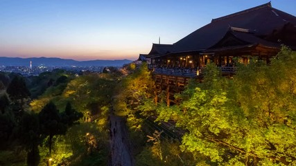 Fototapete - 4K Day to Night timelapse of Kiyomizu dera temple in Spring season, Kyoto, Japan