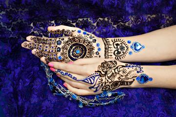 Two Hands Mehendi