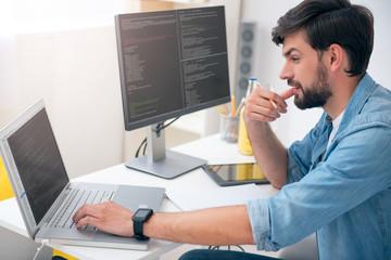 Man working on his laptop - fototapety na wymiar