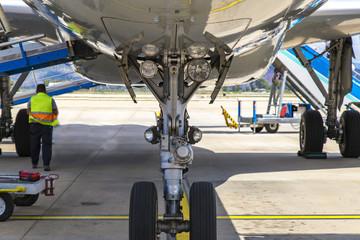 Tuinposter Vliegtuig View of Airplane nose landing gear