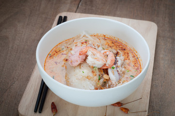 Spicy lemongrass flavored flat noodles with pork and seafood.