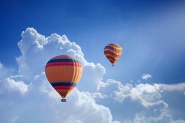 Poster Montgolfière / Dirigeable Hot air balloons flies in blue sky