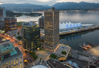 Downtown Vancouver mit Canada Place zum Sonnenuntergang Fototapete