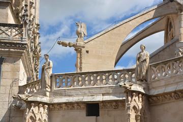 imágenes de piedra en la catedral de Burgos