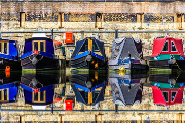 Photo sur Plexiglas Canal Rows of houseboats