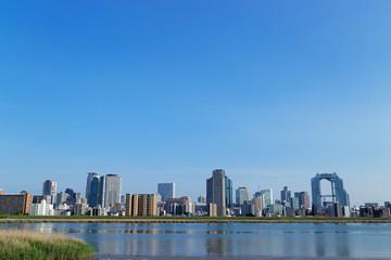 淀川と大阪キタの街並み