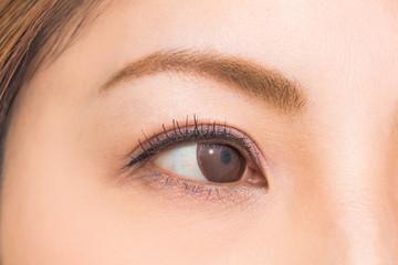 カラコンのアジア人女性 asian woman of colored contact lenses