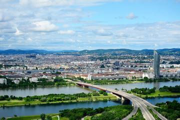 Blick über Wien mit Brigittenauer Brücke und Donauinsel