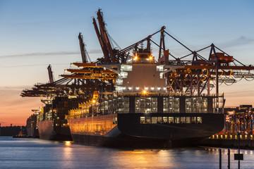 Hamburg Containerhafen im Sonnenuntergang
