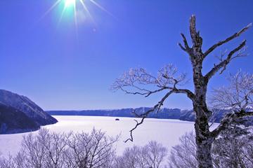 冬の裏摩周湖展望台より