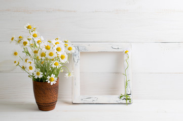 Daisy flowers bouquet and photo frame