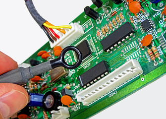 EMC measurement with a near-field probe on a circuit board
