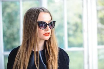 Fashion portrait stylish pretty woman in sunglasses outdoor