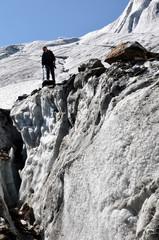 Kletterer an Gletscherspalte