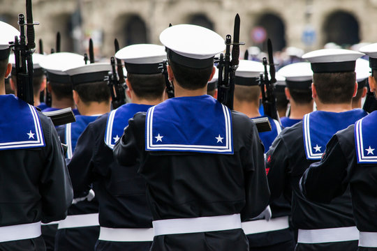 Marina militare italiana in parata