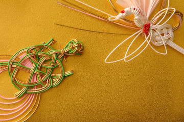 鶴と亀の水引 金紙背景
