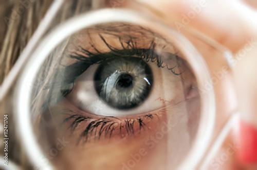Occhio lente di ingrandimento pic 112471704 - Specchio con lente di ingrandimento ...