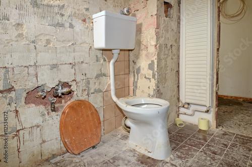 bad renovieren toilette wc arkivfoton och royaltyfria bilder p pic 112534572. Black Bedroom Furniture Sets. Home Design Ideas