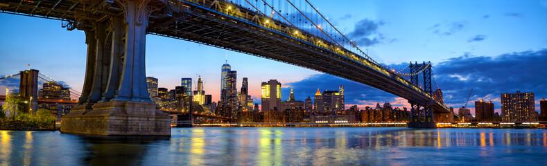 Fotobehang Brooklyn Bridge Manhattan Bridge panorama with skyline and Brooklyn Bridge at dusk, New York