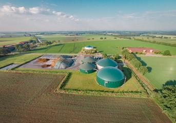 Biogasanlage am Morgen aus der Vogelperspektive, Luftbild