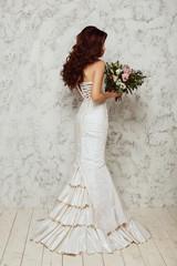 Красивая молодая невеста