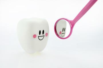 smiling teeth toy emotion with dental mirror