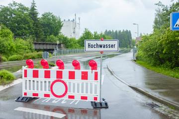 Hochwasser - gesperrte Straße