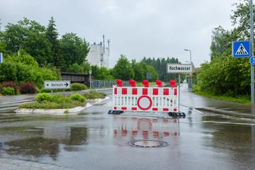 Hochwasser in Straßensperrung