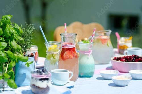 Gartenparty tischdeko stockfotos und lizenzfreie bilder auf bild 112598378 - Gartenparty tischdeko ...