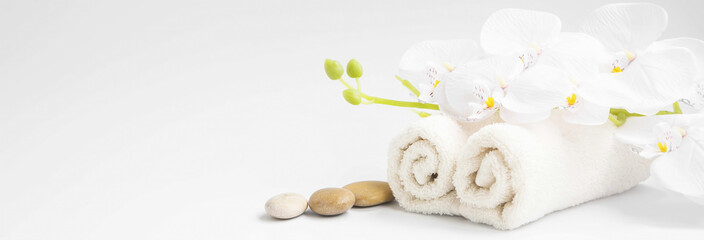 Stores photo Orchidée Spa orchid with soft towels and massage stones setting