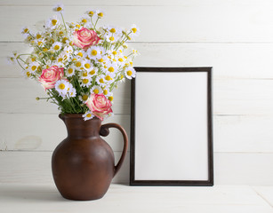 Daisy bouquet and roses with motivational frame