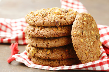 Stores à enrouleur Biscuit homemade round cookies with nuts and oatmeal