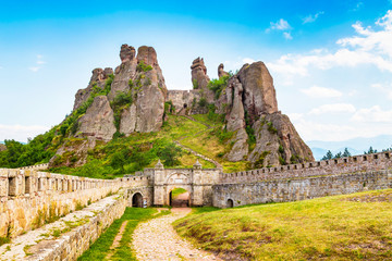 Vibrant image of Belogradchik cliff rocks and wall at ancient Kaleto fortress, Bulgaria Fototapete