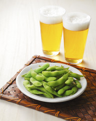 Fototapete - ビールと枝豆 Beer and Green soybeans