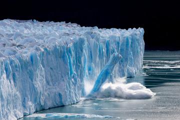 A column of calving ice crashes into Lago Argentino