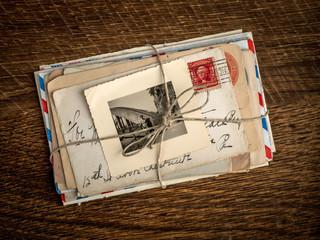 Alte Liebesbriefe mit einem Bild zur Erinnerung an die große Li