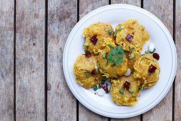 Recipe Spicy Salad of Curried Rice ,Yam Naem Khao Thot