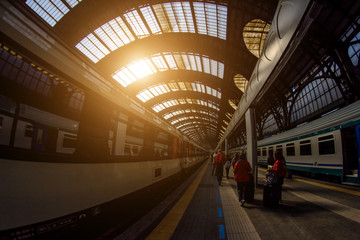 Papiers peints Gares Milan Central railway station. Milan Central Station (in Italian, Stazione Centrale di Milano or Milano Centrale) is one of the main European railway stations. Early morning. Soft focus. Toning
