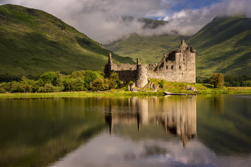 Foto op Canvas Kasteel Reflection of Kilchurn Castle in Loch Awe, Highlands, Scotland