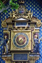 Erste öffentliche Uhr von Paris aus dem Jahr 1370 am Eckturm am Palais de la Cité